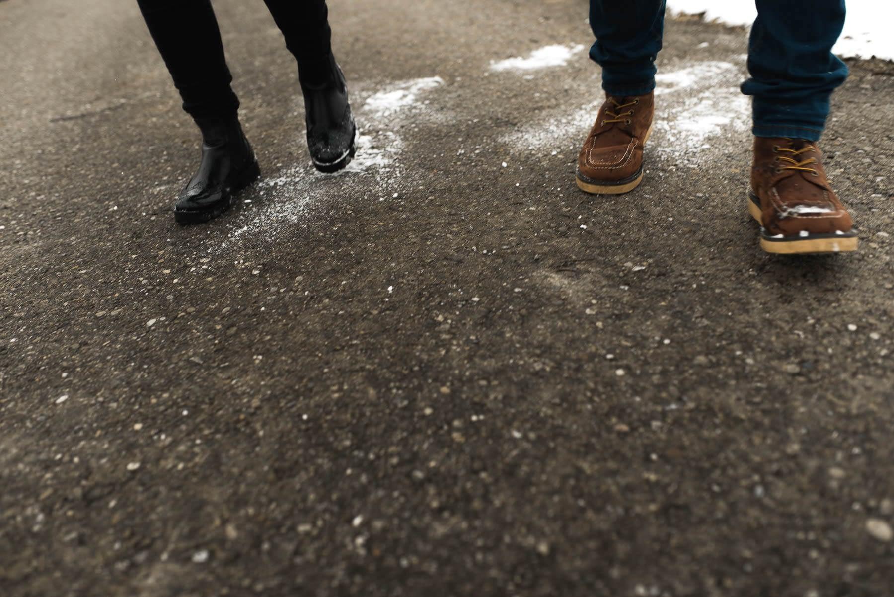 Winterschuhe Spaziergang im Schnee auf Feldweg in Schwäbisch Hall