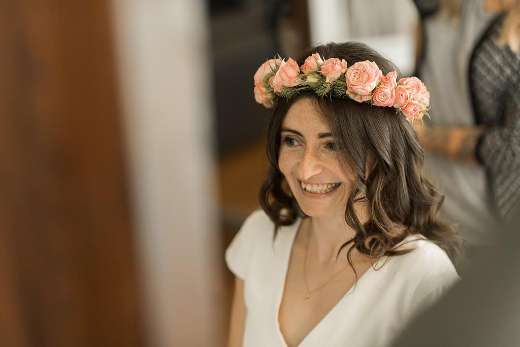Lachende Braut in der Friseurladen in Bamberg