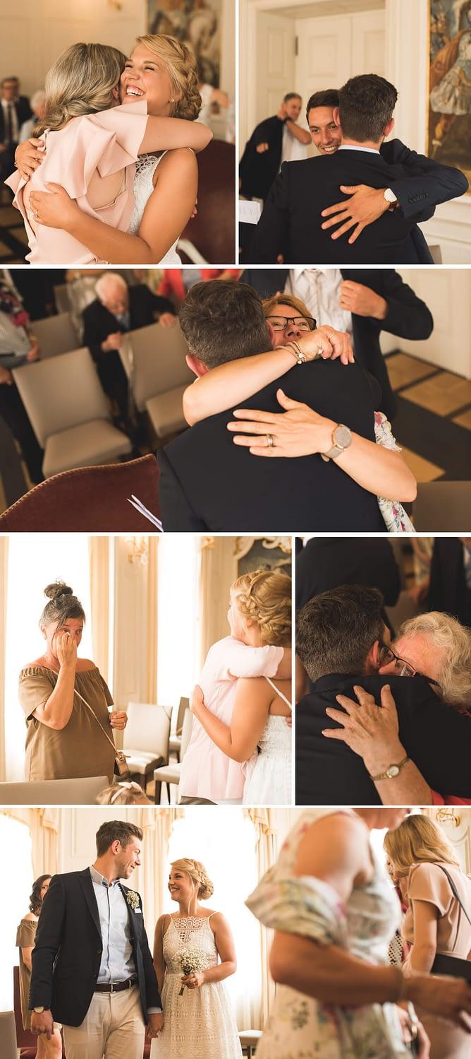Hochzeit, Standesamt, Schwäbisch Hall, Hochzeit in Schwäbisch Hall, Heirat, Reportage, Hochzeitsfotograf, Vintage, Braut, Brautkleid, Kulisse, Rathaus, Gratulation, Emotionen, Tränen
