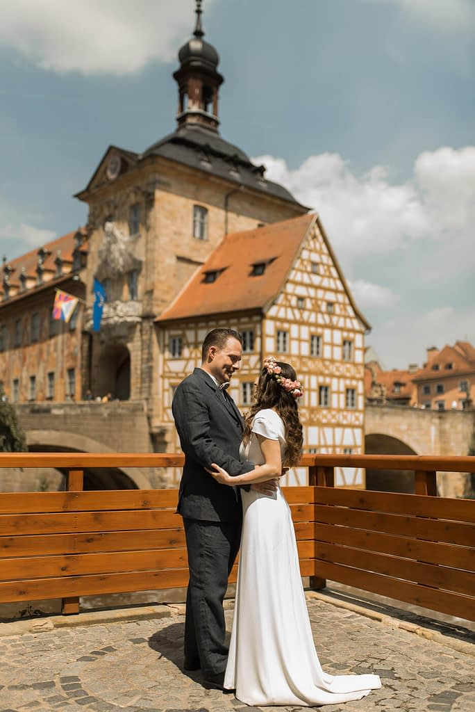 Brautpaar vor alten Rathaus in Bamberg